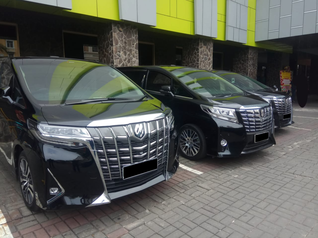 Apa Sih Keuntungan Sewa Mobil Alphard Jakarta?